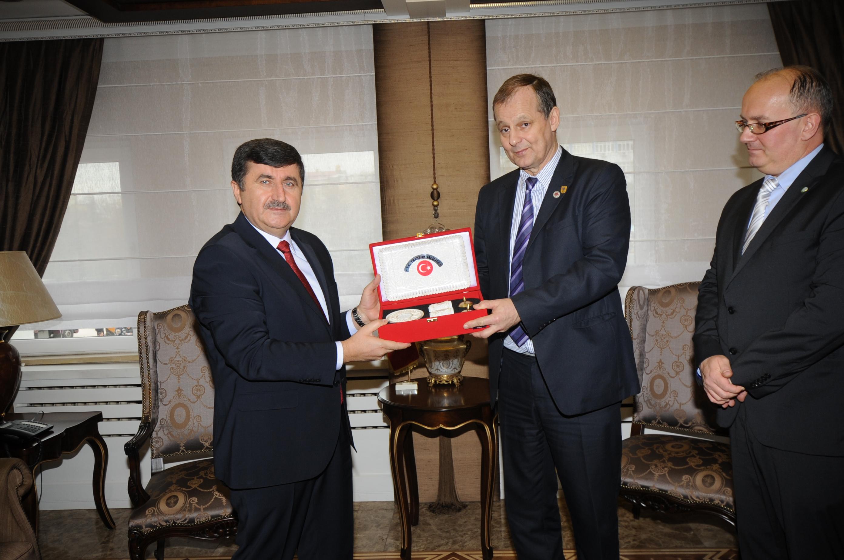 Kanuni Sultan Süleyman, Trabzon ile Zigetvar Arasındaki Gönül Bağını Güçlendiriyor